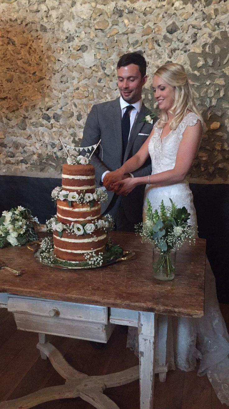Cake cutting #granaryestates #granarybarns #wedding cake #cutting #barnwedding