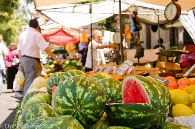 Feria de barrio by Ricardo Luengo, via Flickr