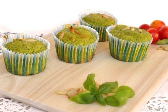 Quando ho visto la ricetta dei muffin al pesto di pino sul gruppo facebook me la sono annotata per quando avrei preparato la provvista di pesto da