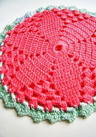 Vintage potholder, but this free pattern can also be used size smaller threads and hooks to make small motifs for doilies, tablecloth, clothing, etc! -Lee Ann crochetgottaloveit.blogspot.com