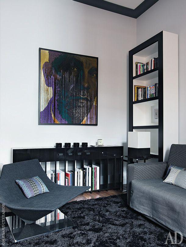 Гостевая комната. На стене — картина художника Андрея Шарова. Диван…