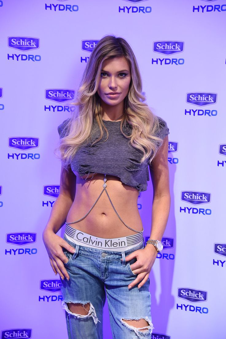 Samantha Hoopes Looked INCREDIBLE At The S.I. Swimsuit ...