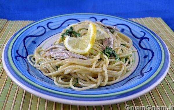 Scopri la ricetta di: Spaghetti con alici rucola e limone