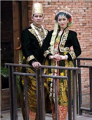 Solo Keprabon. Wonder if I can pull this style off for my wedding :)