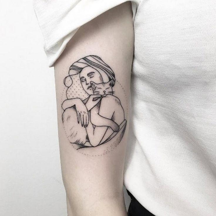 Deve-Veja As Tatuagens Para A Mulher, Considerando Tinta