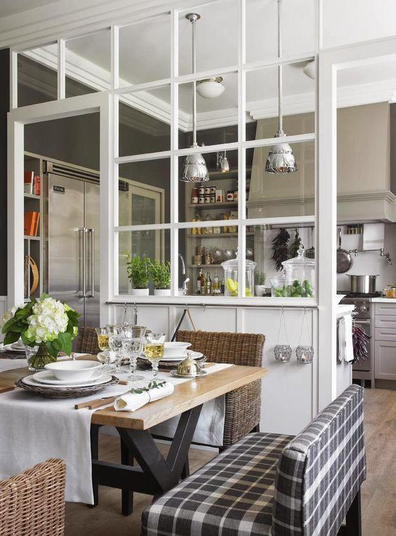 La cuisine s'agrandit avec une verrière intérieure !    http://www.homelisty.com/verriere-interieure/