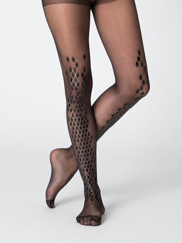 Superb quality black sheer tights with glossy black scales pattern on one side of the legs (wear it front or back) The material is 15 denier, really elastic thanks to its Lycra content.