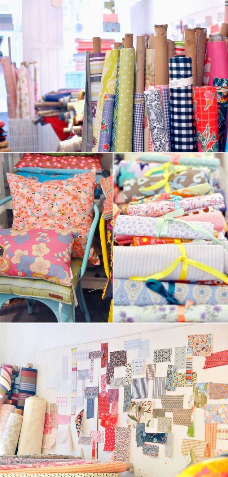 Gronlykke : petite boutique sur deux étages avec beaucoup de tissus différents et de coussins