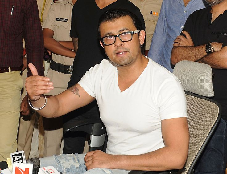 Angry Sonu Nigam Bids Adieu to Twitter @siliconeer #siliconeer #Bollywood @Bollywood #sonunigam @sonunigam #Twitter @Twitter – Singer Sonu Nigam, who found himself in the eye of a Twitter storm last month for his comments on 'azaan,' the Islamic call to prayer, announced his intention to quit the microblogging site in a series of 24 tweets, May 24. http://siliconeer.com/current/angry-sonu-nigam-bids-adieu-to-twitter/