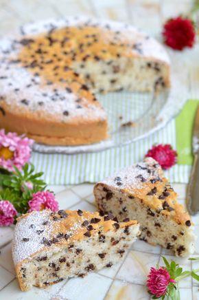 Questa torta soffice allo yogurt e gocce di cioccolato vi conquisterà al primo assaggio, parola di Sprinkles Dress!
