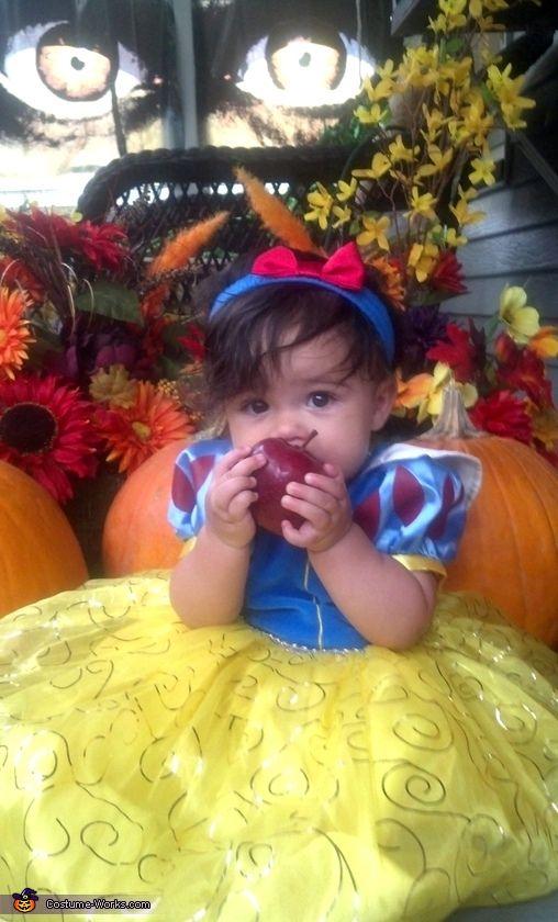 Snow White - Halloween Costume Contest via @costume_works