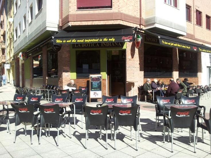 Terraza de La Botica Indiana de Teatinos, en Oviedo