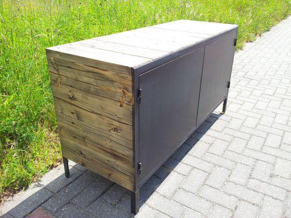 Dressoir van zwart staal en hergebruikt hout door WijMakenAlles, €595.00