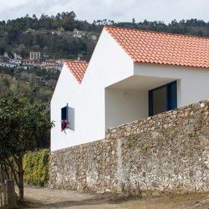 SAMF reinterprets traditional Portuguese  farmhouses with Casa dos Caseiros