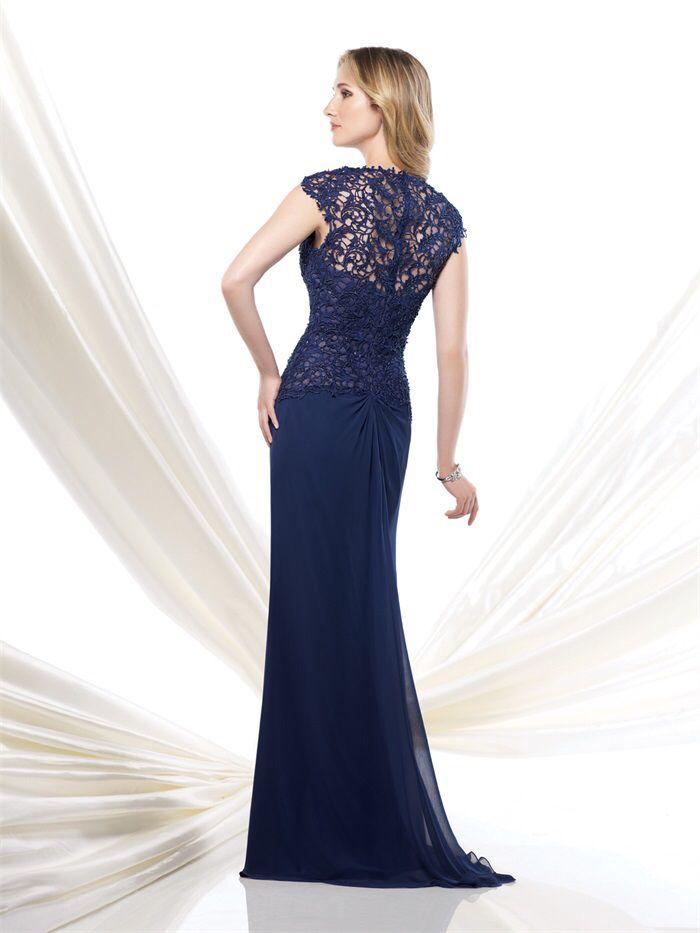 Prachtige donkerblauwe lange jurk van chiffon met top van kant. Achterzijde.
