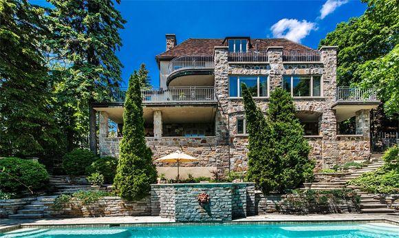Dominique bertrand vend sa maison de 6 7 millions de dollars for Paiement construction maison