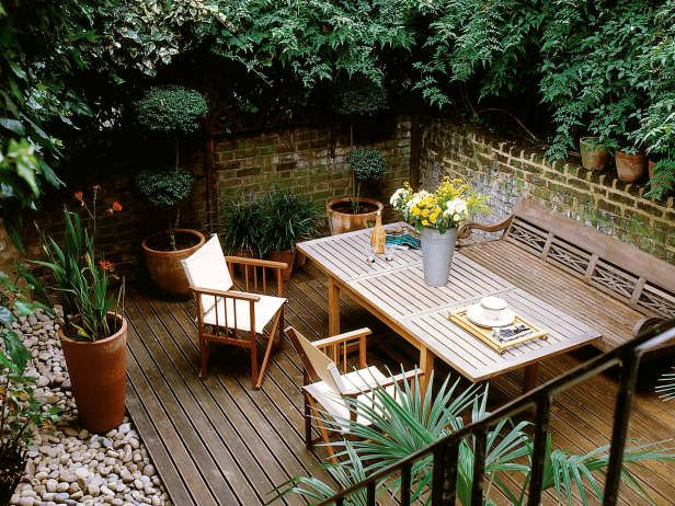Private Garden Dining Space Created by Plantings