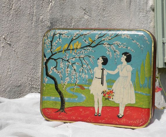 Hey, I found this really awesome Etsy listing at https://www.etsy.com/listing/245236496/french-vintage-art-deco-storage-tin