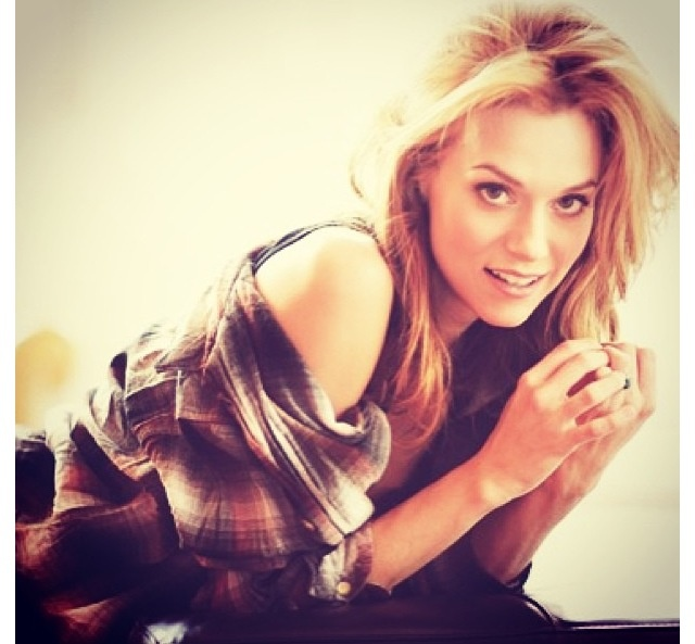Also we should talk about how much I think Hilarie Burton is one of the most beautiful people ever.