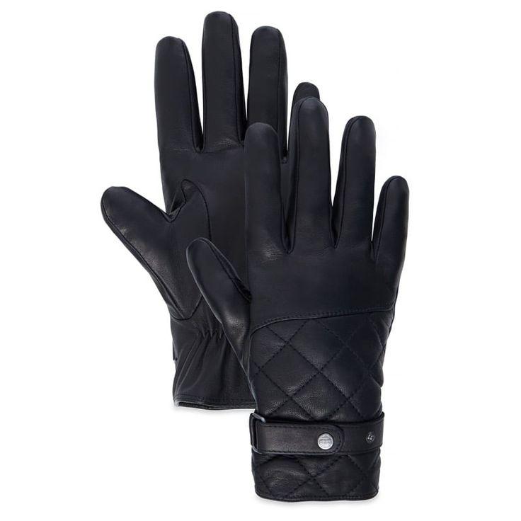 Réf : A1E46 -------------------  Réalisés dans un cuir de mouton authentique à 100%, les Gants Cuir Homme Timberland Premium Leather Glove en teinte noire sont de parfaits acolytes contre le froid. Ils sont également doublés d'une polaire pour garantir un maintien de la chaleur. Compatible avec les écrans tactiles.  Taille: S, M, L et XL