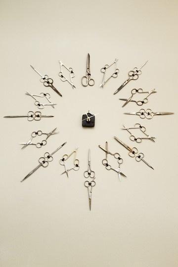 Scissor clock in hair salon ht54bubba