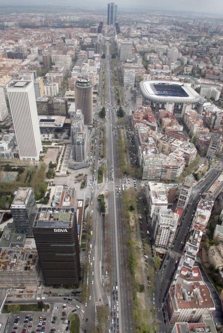 vía clave de la capital: pº de la castellana visto hacia el norte desde las alturas...