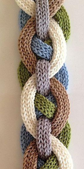Iquitos plana i-Cord Scarfby Laura Cunitz - este patrón está disponible para comprar ahora encima en Ravelry.