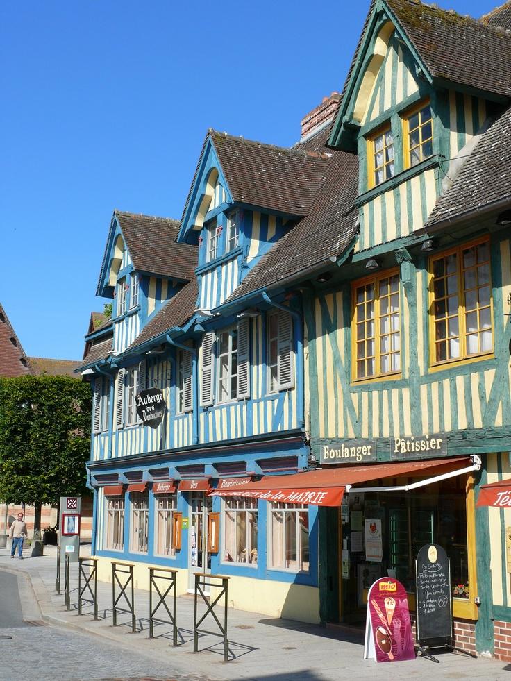 une autre vision des maisons de Pont L'Evêque ... www.martinaa.fr