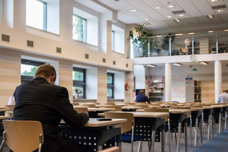 Una de las épocas de mayor #estrés y #nervios para los #estudiantes está cada vez más cerca. Así es, la época de exámenes finales se aproxima y las bibliotecas empiezan a recibir cada vez a más alumnos. Os invitamos a leer nuestro último post en el que hablamos de la #épocadeexámenes http://farmaciaabadia.com/blog/los-examenes-finales-y-los-nervios-cada-vez-mas-cerca/