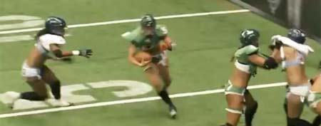Nikki Johnson of the Regina Rage turns toward the end zone (Y! Sports screengrab)