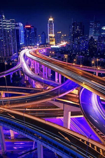 Smart Grid - é a rede inteligente de distribuição de energia http://www.siemens.com.br/desenvolvimento-sustentado-em-megacidades/smart-grid.html #TravelBright