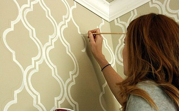 CasaSugar showcases a tutorial by Emily of Jones Design Company who created a beautiful Moroccan wall stencil for her bathroom.