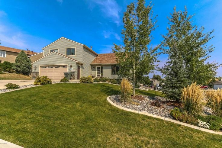1017 Pioneer Ave, Gillette, WY 82718