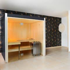 Arvo lepo Graphitgrau: modernes Spa von Küng AG Saunabau