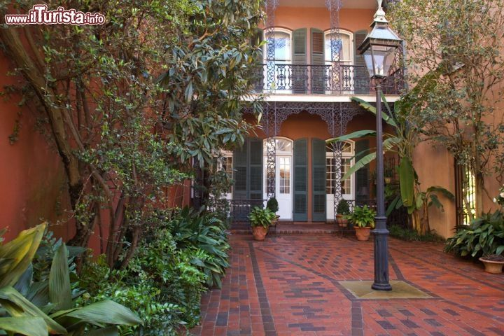 Immagine Cortile interno nel Quartiere Francese, New Orleans -  Cerca con Google