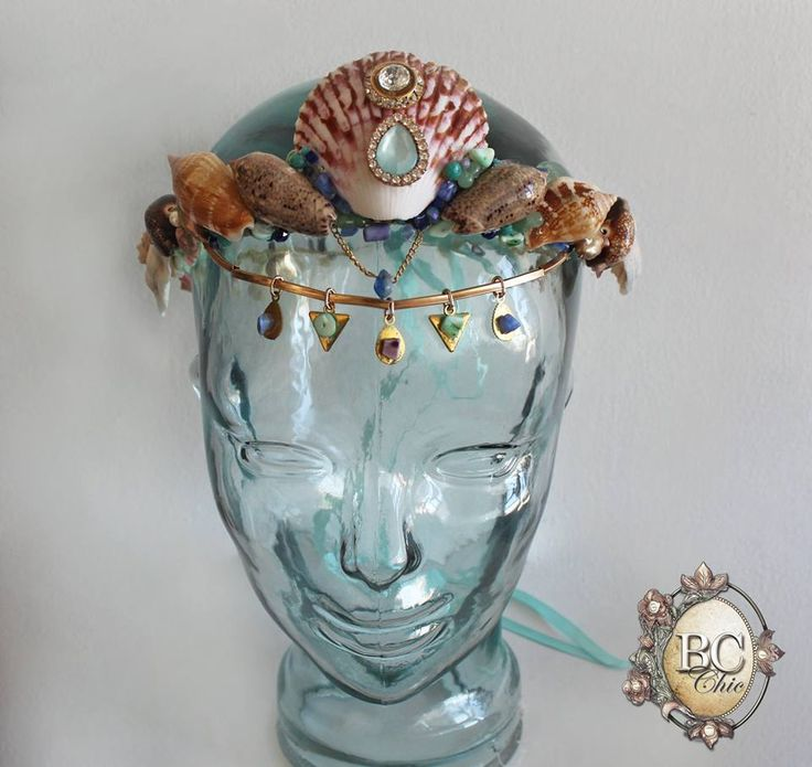 Sea shell crown / Corona de conchas marinas.