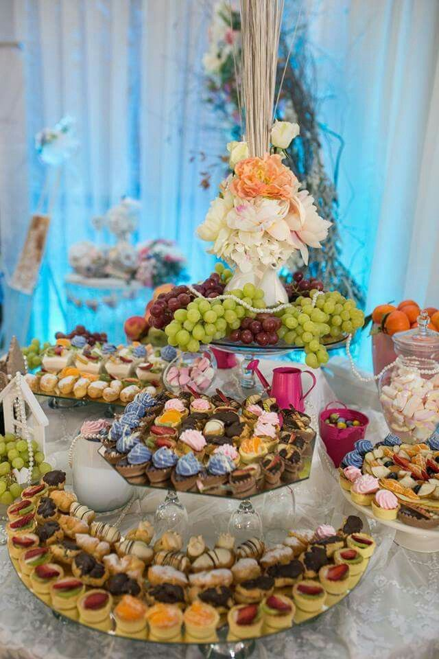 Something sweet for everyone! #candybar #sweets #fruits
