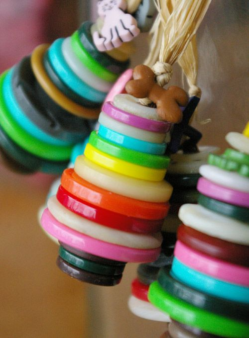 A cute idea for an ornament: DIY button trees.