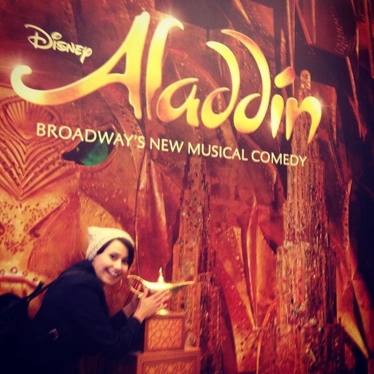 Potarlam lampę i .... Jestem ! Brodway New York ! Niezapomniane przepiękne przeżycie  musical - taniec śpiew gra aktorska kostiumy - wszystko na najwyższym poziomie !  nie mogłam sobie wymarzyć lepiej.... #broadway #newyork #usa #aladdin #musical #dance #sing #acting #disnay #wholenewworld by pumpkin__seed