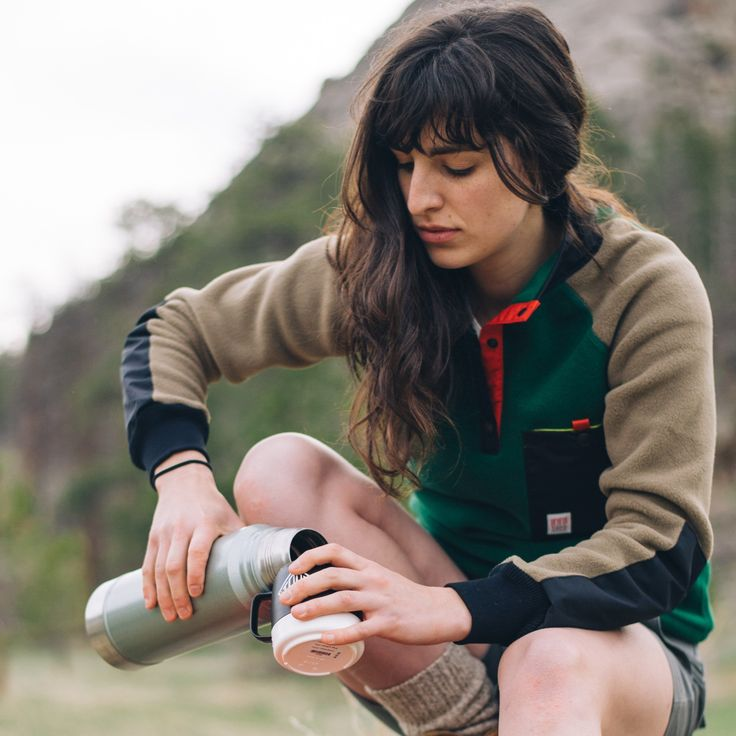 WOMEN'S MOUNTAIN FLEECE We know that you've been stealing your boyfriend's fleece, now you don't have to. The Topo Designs Mountain Fleece is sized for women with the simple styling we've seen growing