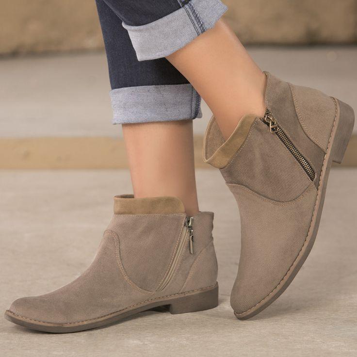 Los botines de tacón bajo son tendencia de moda en calzado.  Puedes llevarlos con jeans, pantalón o faldas, según el look que quieras lograr.  Ingresa a www.jeanstyt.com/Tienda/es/ y adquiere tu botín de moda #yoamotyt #TytJeans