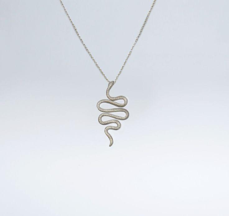 Fio Comprido Cobra Grande em Prata +info: joias.she@gmail.com