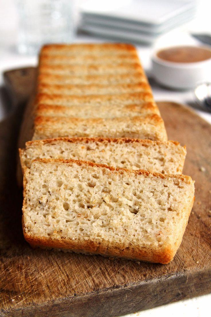 Receita fácil de Pão Vegano Rápido simples de preparar, ela leva farinha de arroz, polvilho doce, aveia em flocos e demora menos de 10 minutos pra preparar!