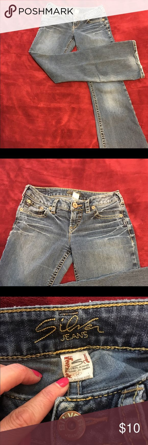 Women's Silver Jeans 👖..Size 27/31 Cute jeans 👖. However, the silver jeans logo on the back, top right is coming loose and there is fraying beginning on the crotch area. So, if your someone that is good with a sewing machine or patch work, these might be just what you've been looking for! Silver Jeans Jeans Flare & Wide Leg