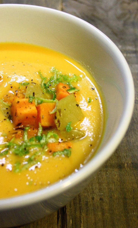 Falls euch der Artikel gefallen hat, gerne weitersagen! Das könnte dir auch gefallen Süßkartoffel-Kokos-Suppe mit Limetten Rote Bete Suppe mit Zitronengras, dazu schneller Rucola-Salat mit veganem Feta Miso-Suppe mit Shiitake, Süßkartoffel und Räuchertofu