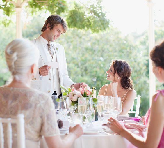 Müssen Sie eine Hochzeitsrede halten? Egal ob als Trauzeuge, Brautvater oder Brautpaar selbst: Mit unseren Tipps wird Ihre Rede unvergesslich gut und emotional.