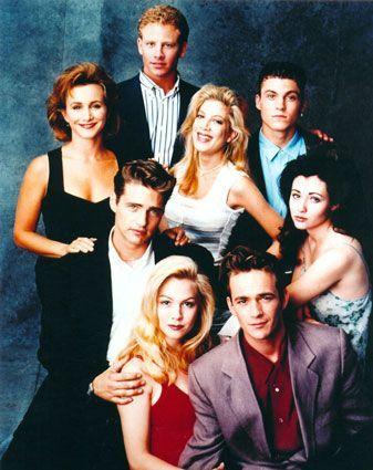 Beverly Hills, 90210 من أشهر مسلسلات التسعينيات الأجنبية، استمر عرضه لعشر مواسم من 1990 إلى 2000