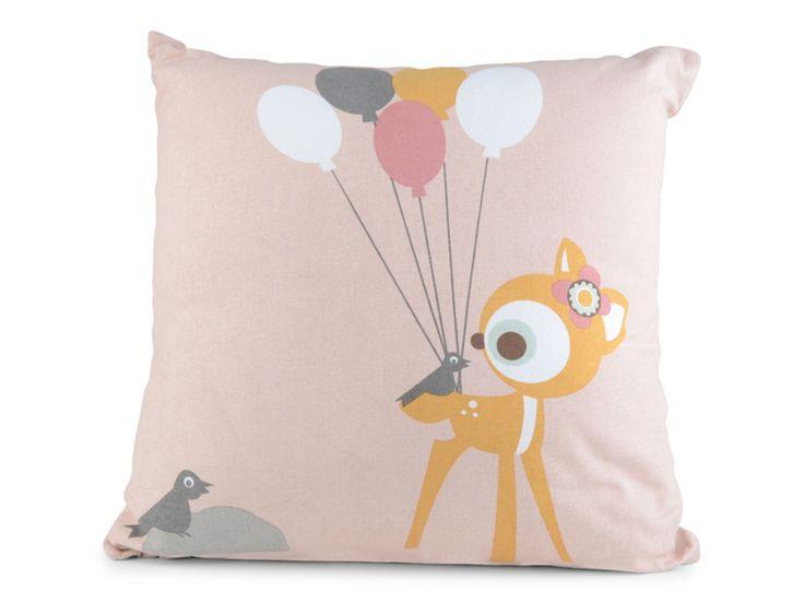 Form Living Kudde Stoja Bambi är en fin kudde som enkelt förhöjer mysfaktorn i barnrummet. Den har en rosa grund med motiv av en bambi som håller i ballonger. Komplettera gärna med kuddar i andra motiv och färger från FORM Living!<br><br>Avtagbart fodral, ingår innerkudde.<br><br>Mått: 40 x 45 cm<br><br>Material: <br>Fodral: Bomull<br>Innerkudde: Polyester<br><br>Tvättråd: Fodral 30 °C<br><br>Motiv: Bambi<br><br&...