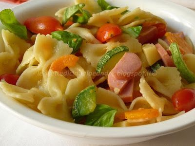 Le    ricette    di    Claudia  &   Andre : Pasta fredda con zucchine, carote, wurstel e pomod...
