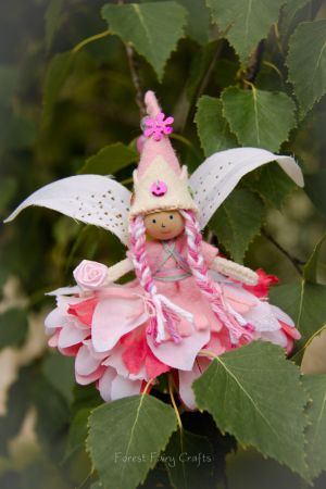 Make w/ clothespin or wood bead & flowers? baby fairies pictures | Forest Fairy Crafts - Journal - Baby Girl Fairy